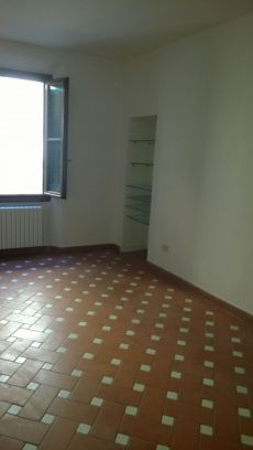 Appartamento 4 vani non arredato centro