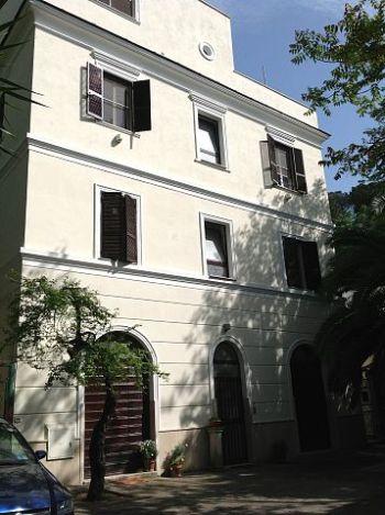 San pietro bilocale ristrutturato nel verde con posto auto for Affitto appartamento roma privati